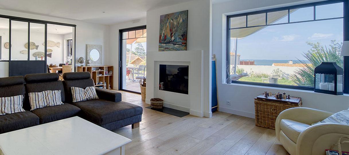 Mariage de fenêtre pour maison de vacances vue mer